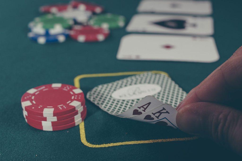 Come si gioca a poker online?